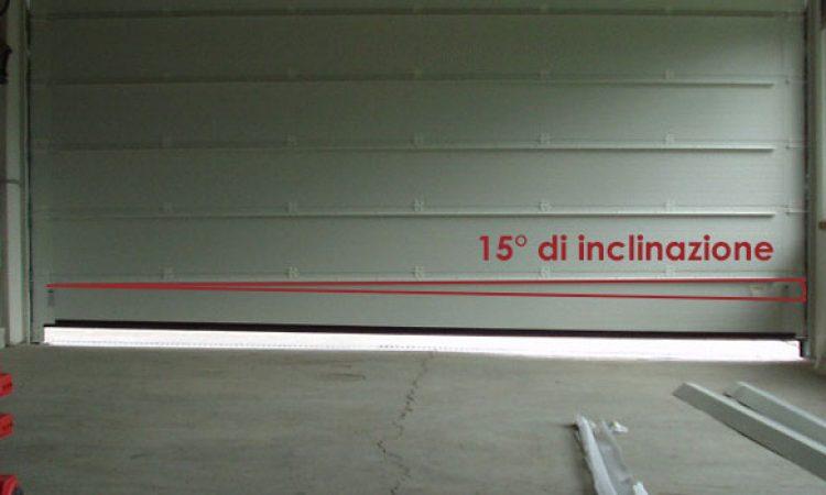 Portone sezionale con pavimentazione inclinata 15Cm