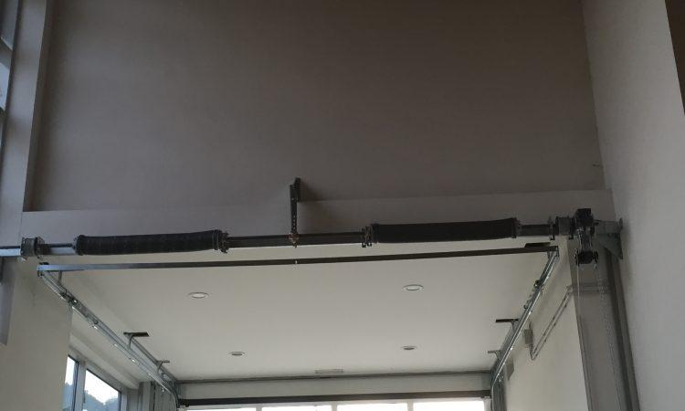 Portone sezionale vetrato Adler Cafè - struttura portone
